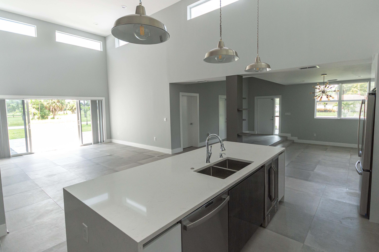 Kitchen/Common Area