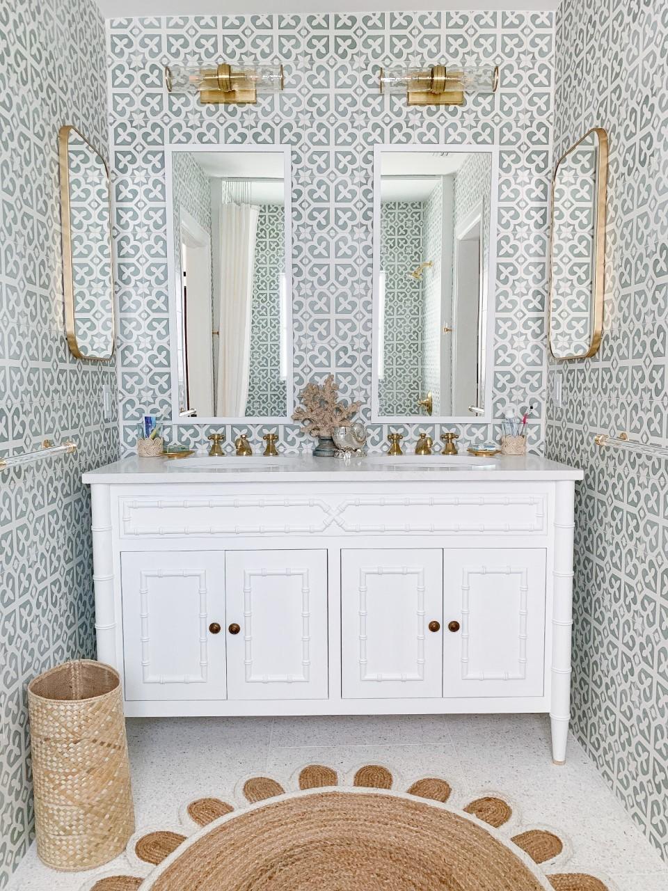 dual sinks of the mastr bathster Bath