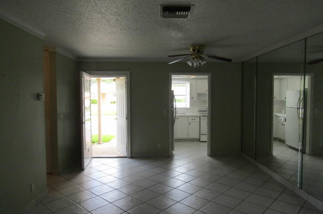 2546 Dudley Drive G West Palm Beach, FL 33415 photo 3