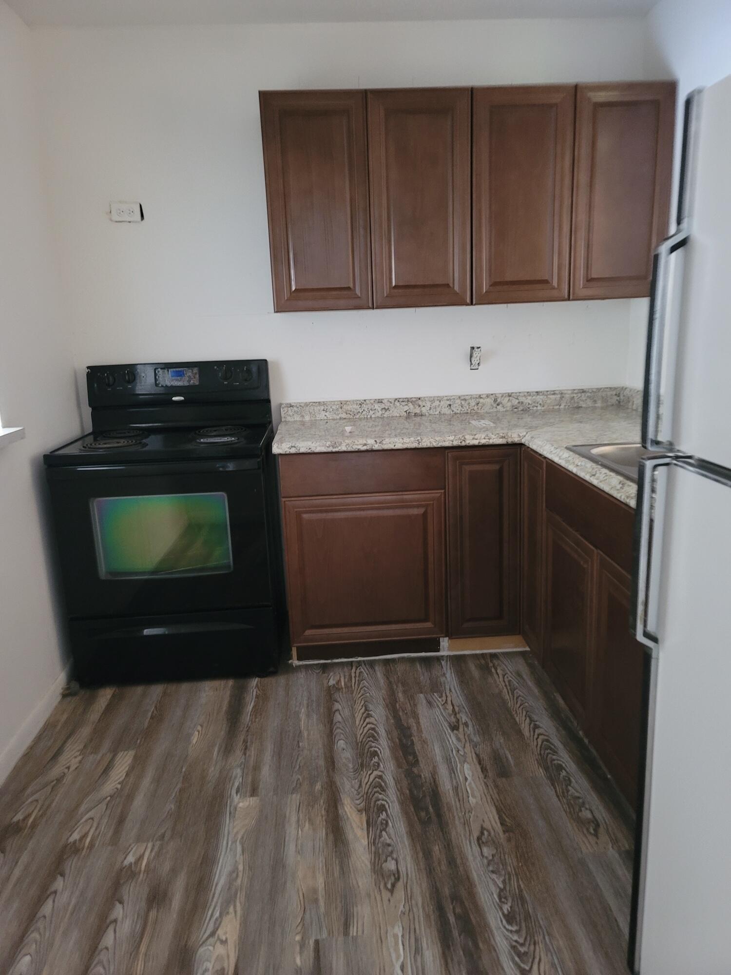 lori kitchen 1