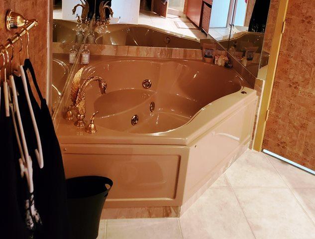 master suite tub