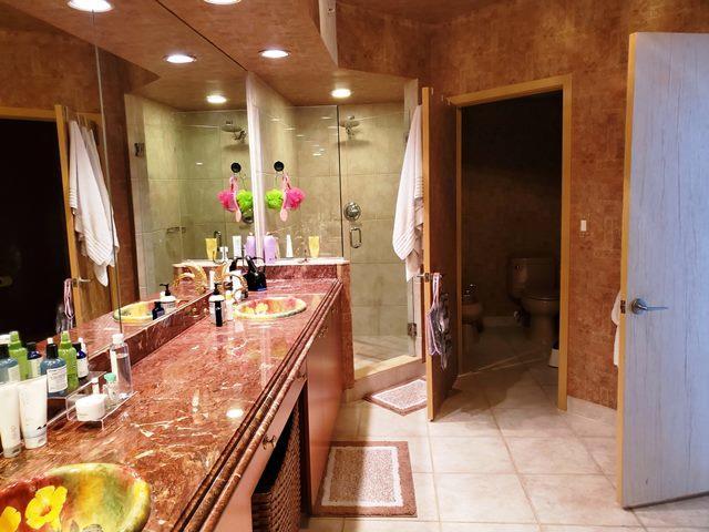 master suite dual sinks