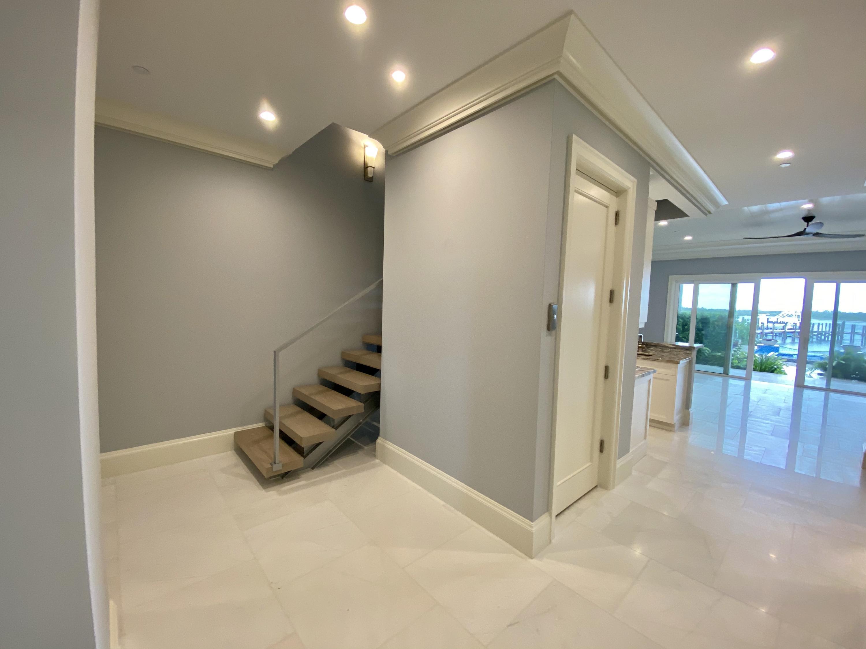 1stFloor:Hallway