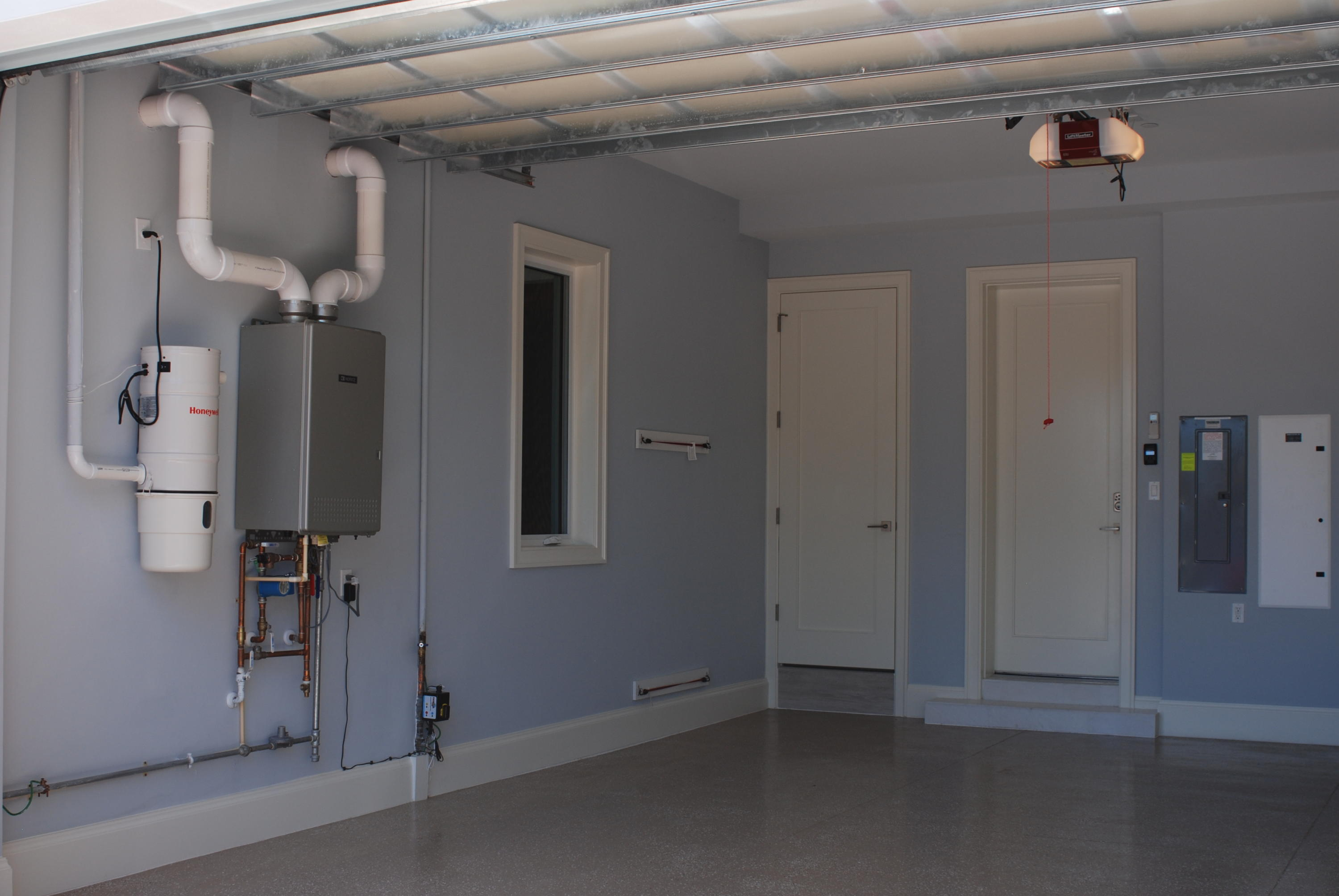 Air-conditioned Extended Garage