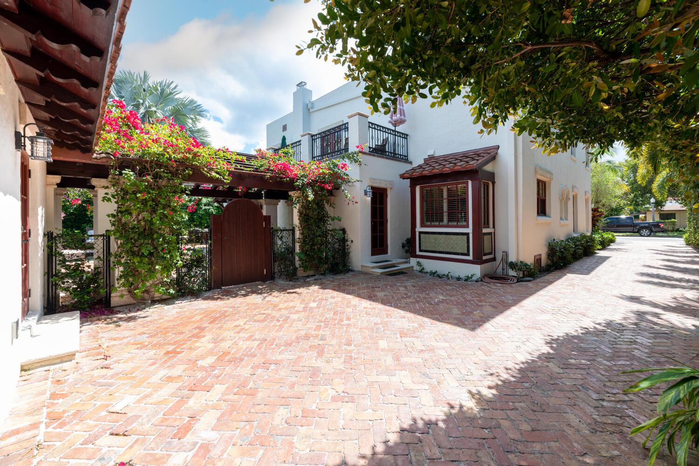 225 Pershing Way West Palm-large-005-006