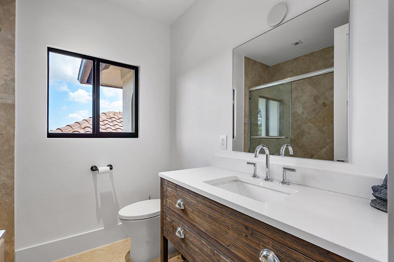 Main - 5th Bath (upstairs)