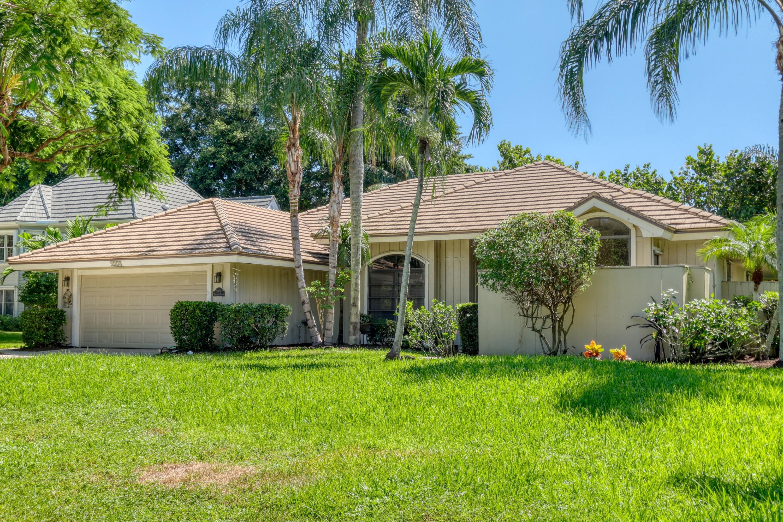 5008 Whispering Hollow Palm Beach Gardens, FL 33418 photo 2