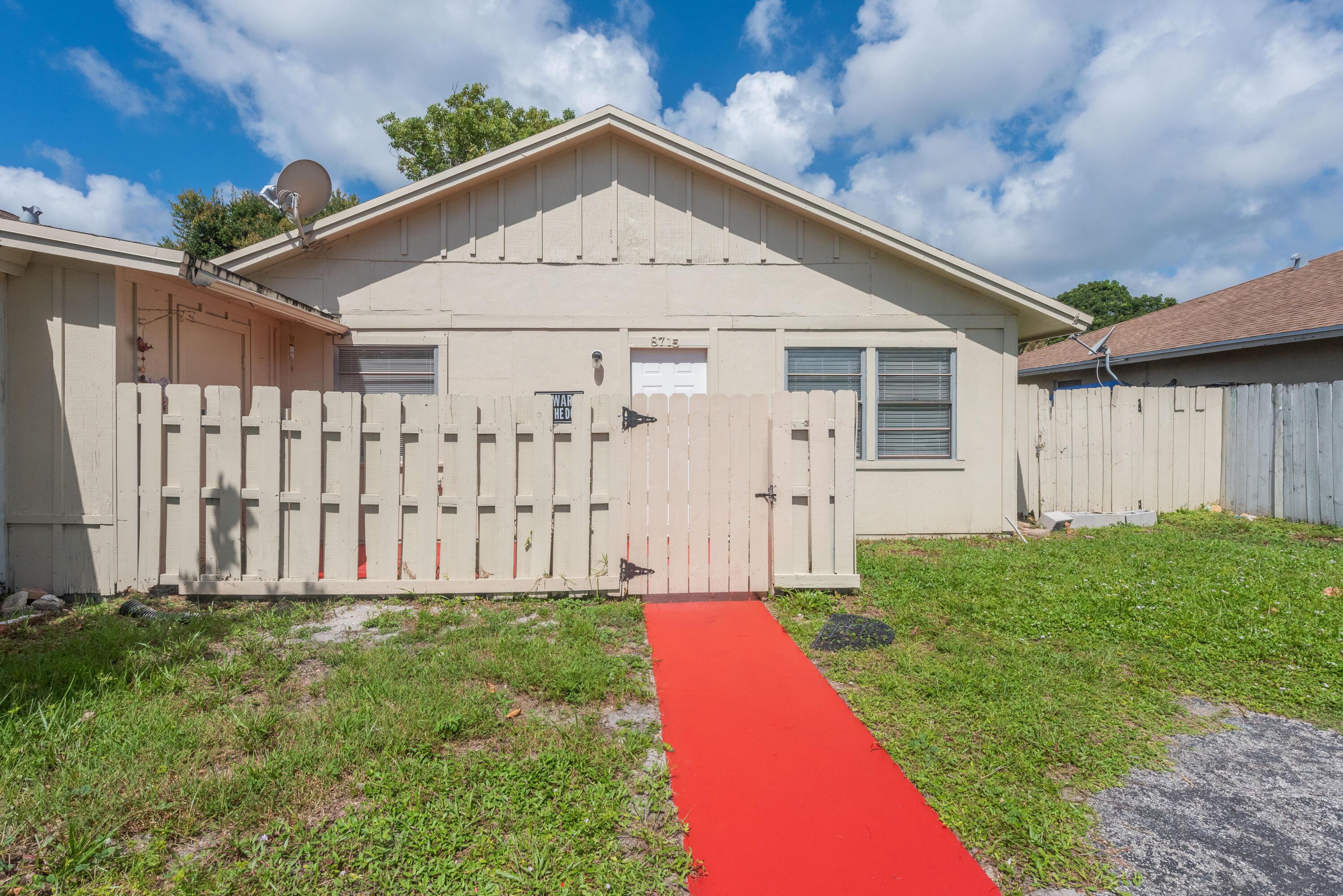 8715  Satalite Terrace  For Sale 10739922, FL