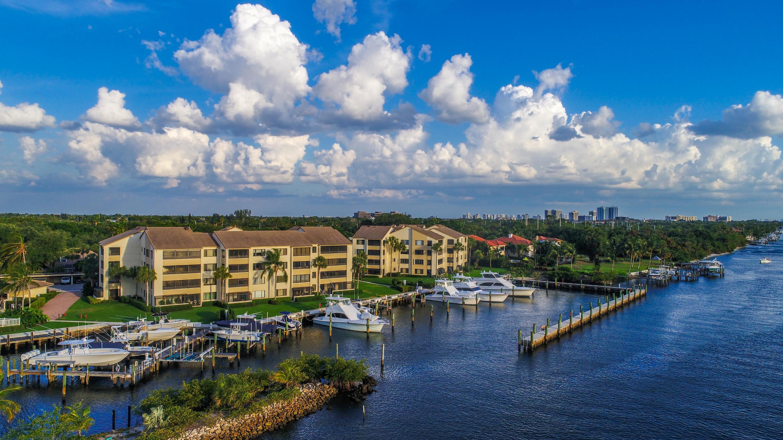 934  Oak Harbour Drive 934 For Sale 10739942, FL