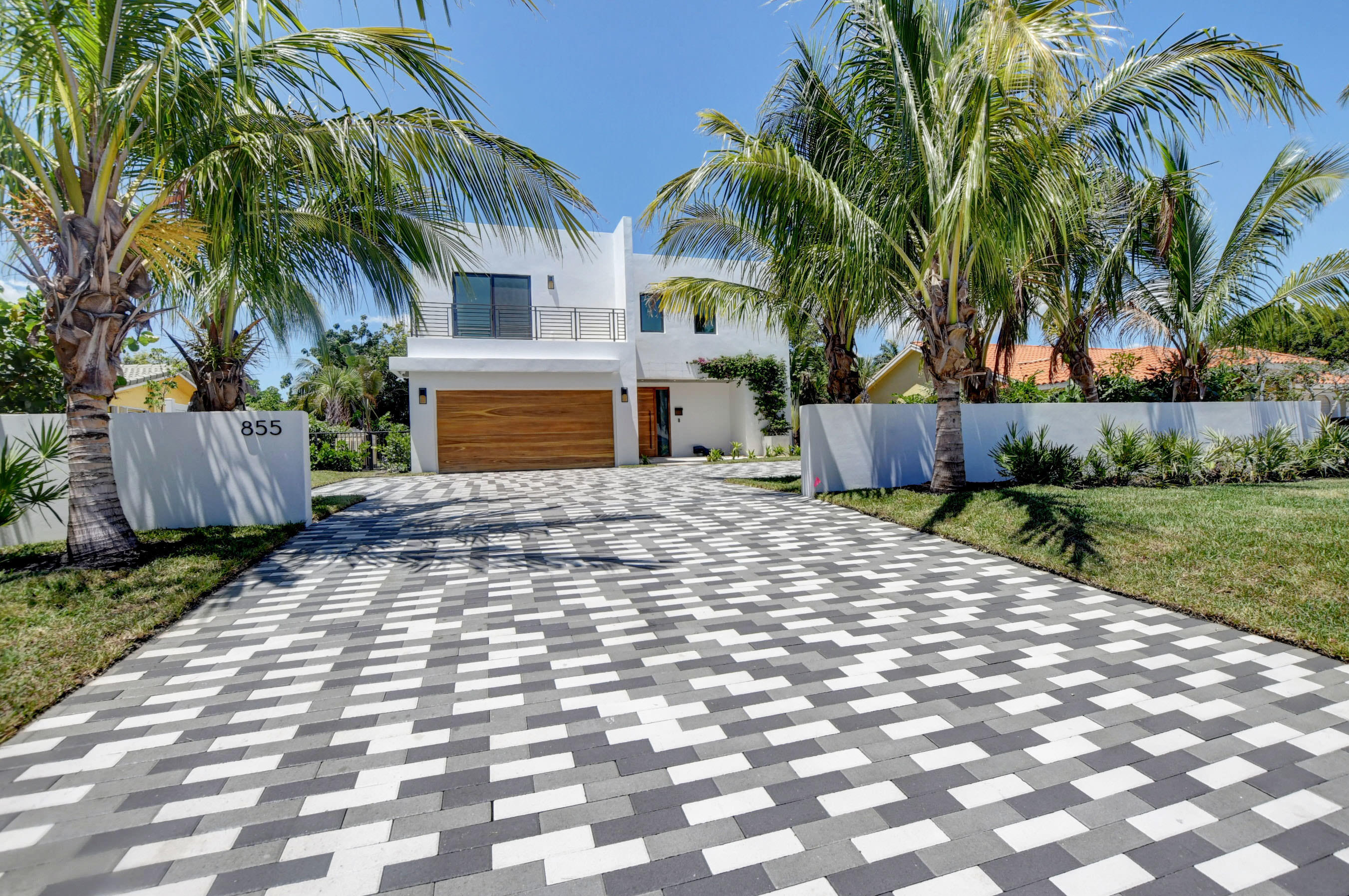 855 NW 4th Avenue  For Sale 10739683, FL