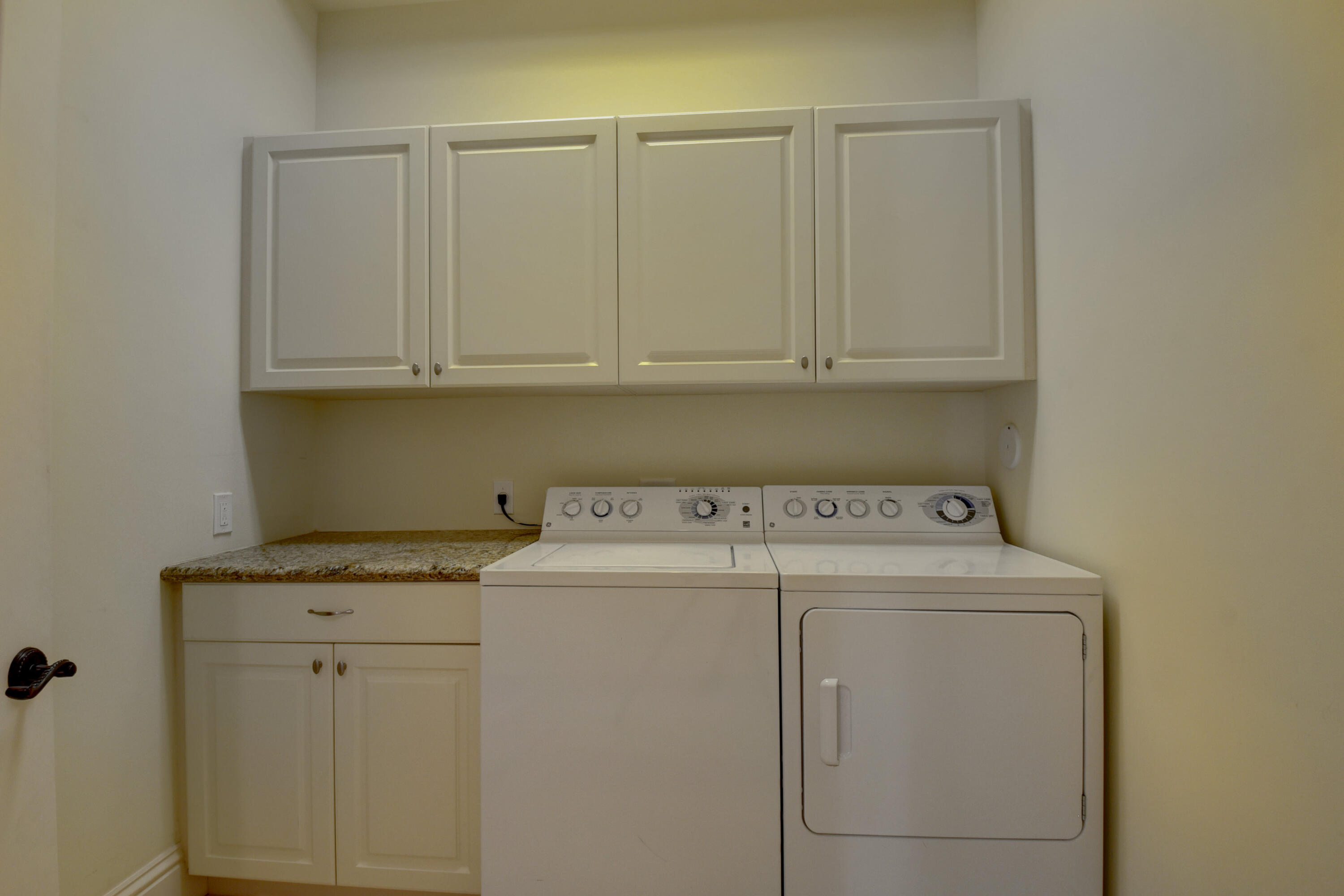 Pic - Laundry Room2