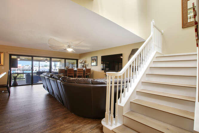Foyer to Stairwell