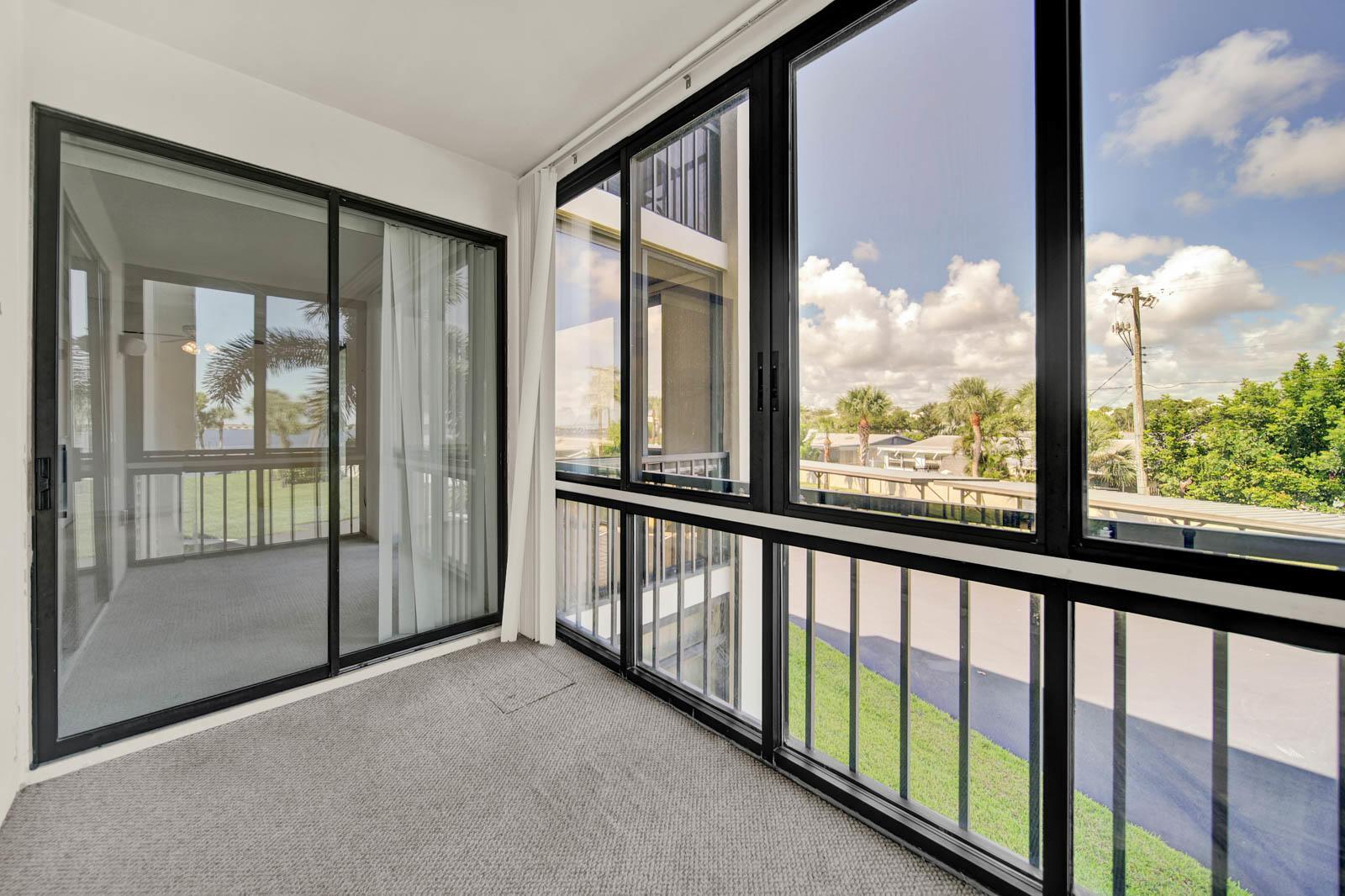 033 - Balcony 4 - Four Winds #208