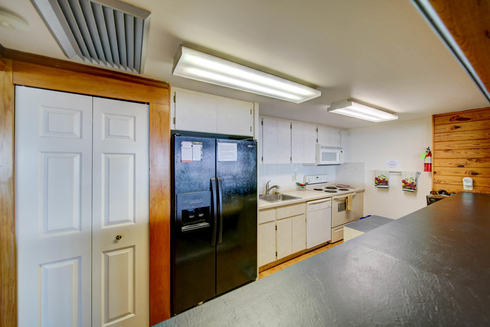 042 - Clubhouse 4 Kitchen - Four Winds