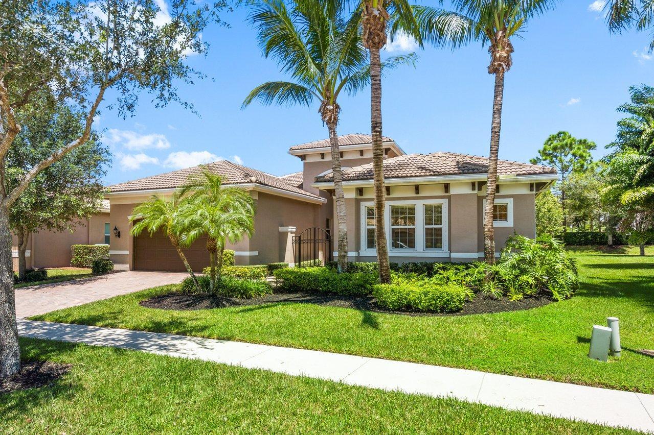11999 Fox Hill Circle  Boynton Beach, FL 33473