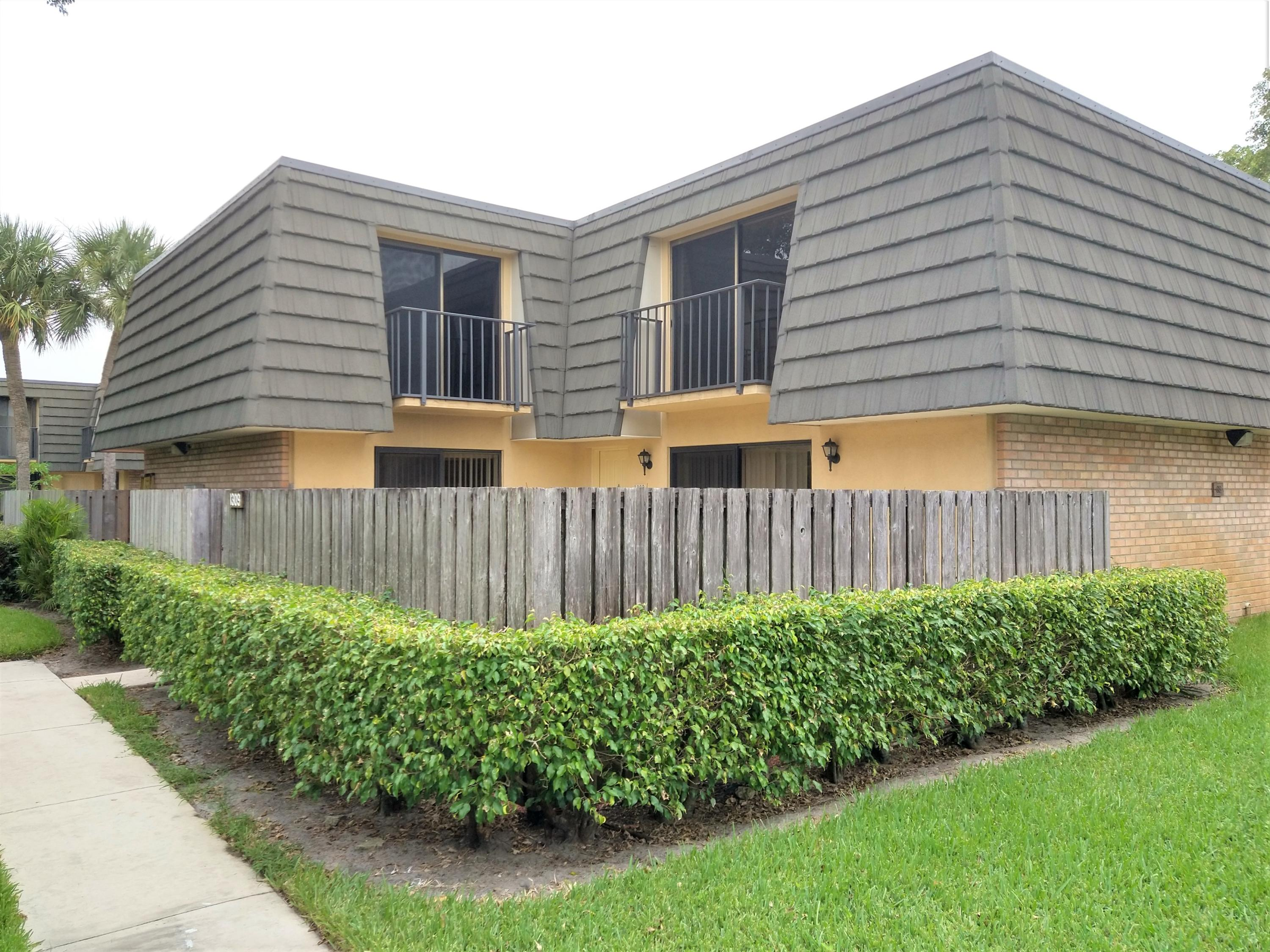 1309  13th Way  For Sale 10740628, FL
