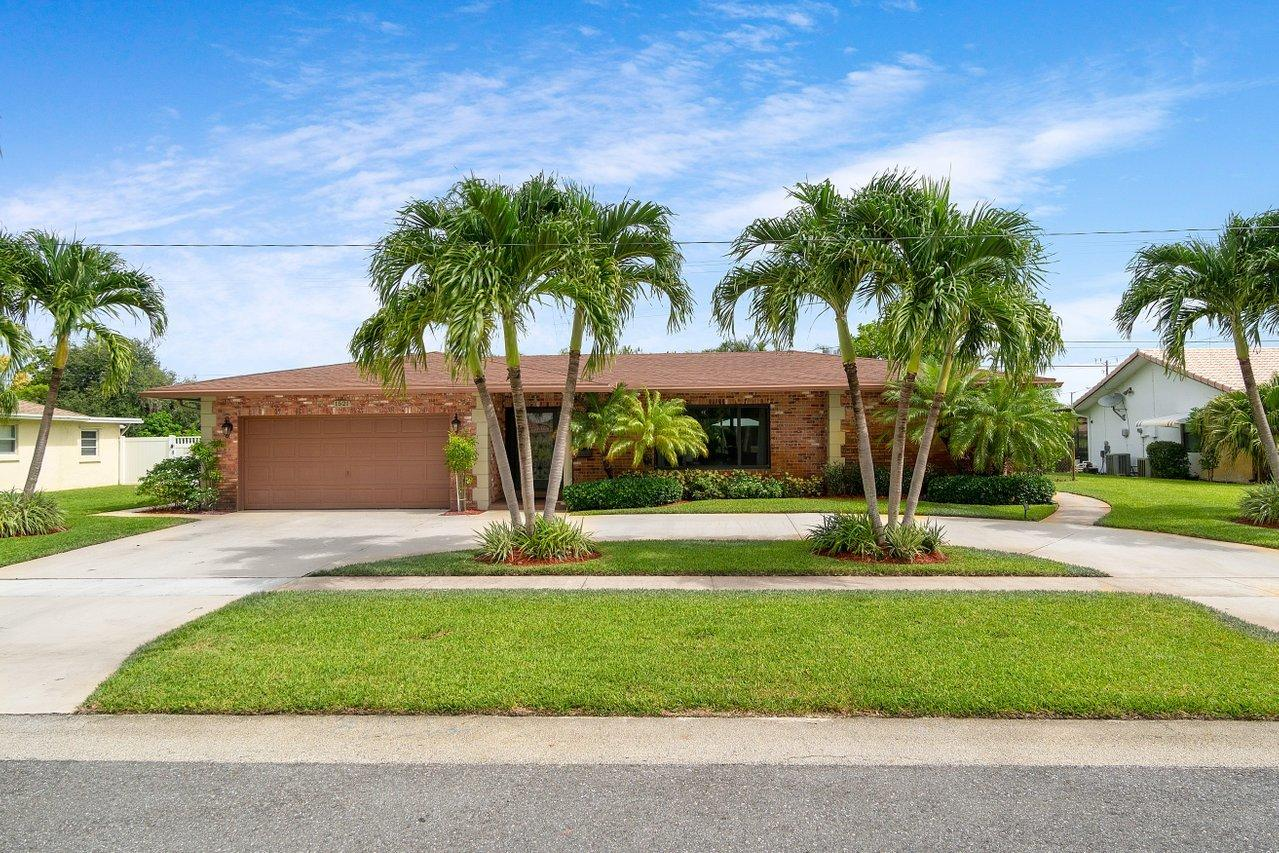 1521 NW 7th Street  For Sale 10741147, FL