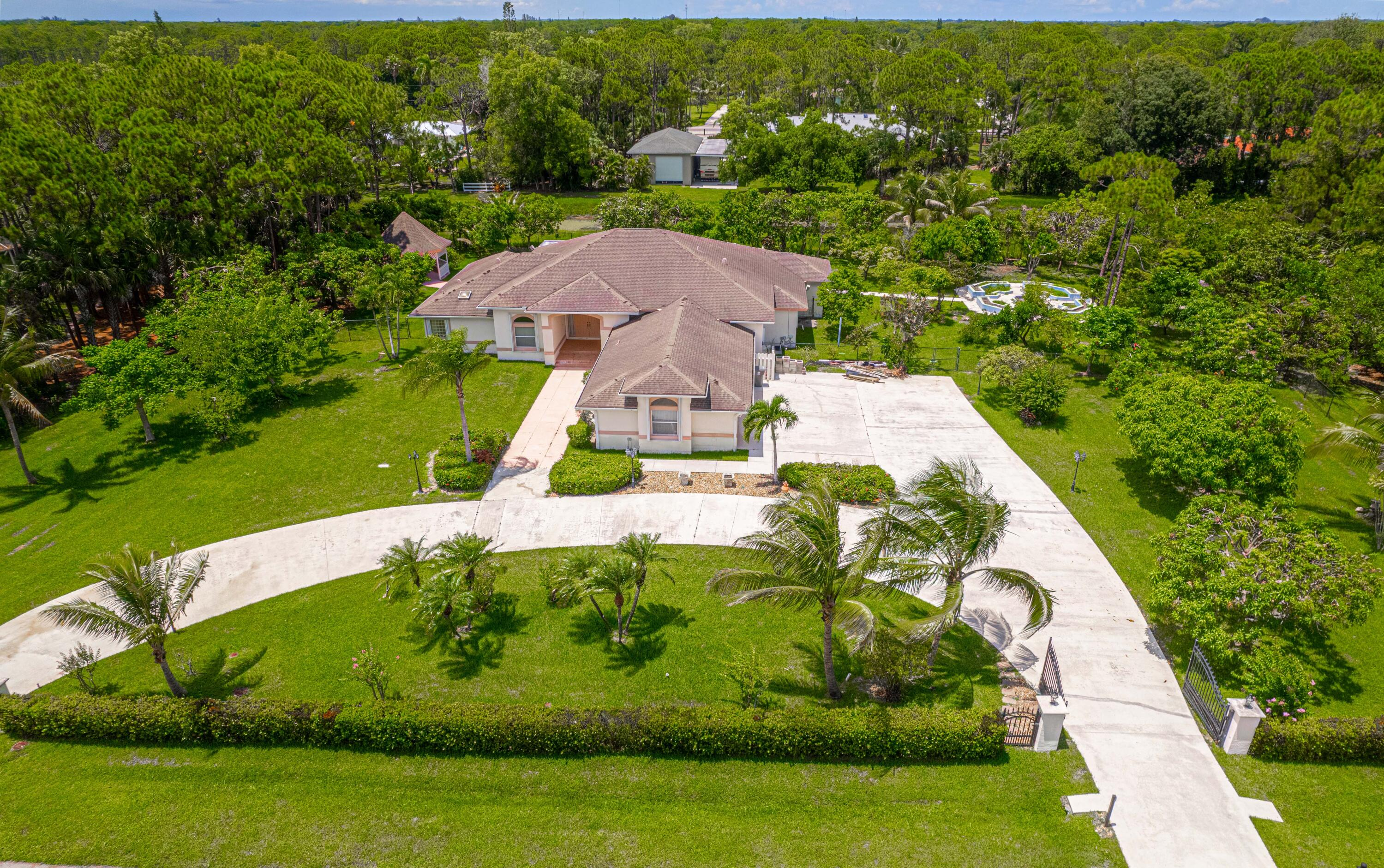 6843  145th Place  For Sale 10740714, FL