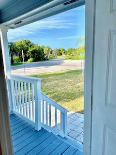 901 Ohio Ave Covered Porch