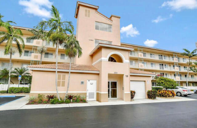 5746  Crystal Shores Drive 302 For Sale 10740771, FL