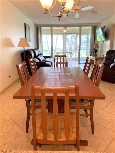 7 Dining Room Towards Lanai