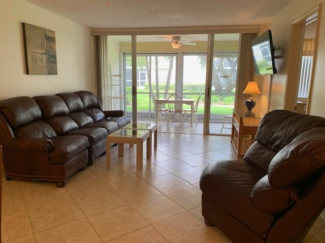 9 Living Room  Lanai