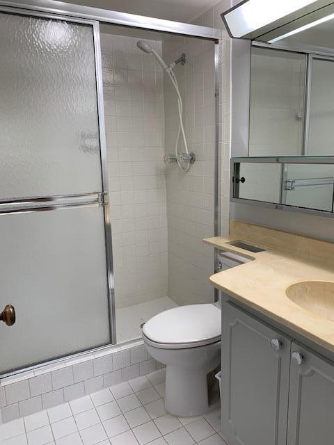19 Second Bathroom