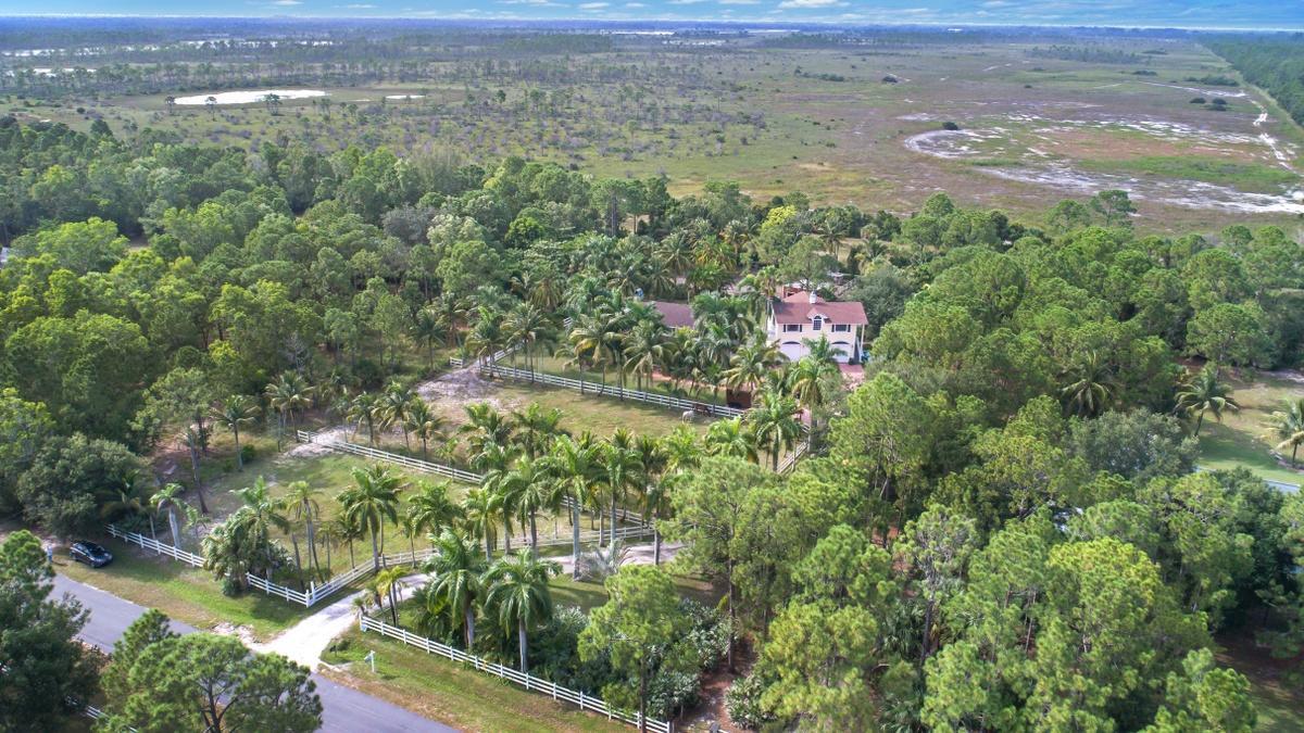 2.4 Acre Country Estate