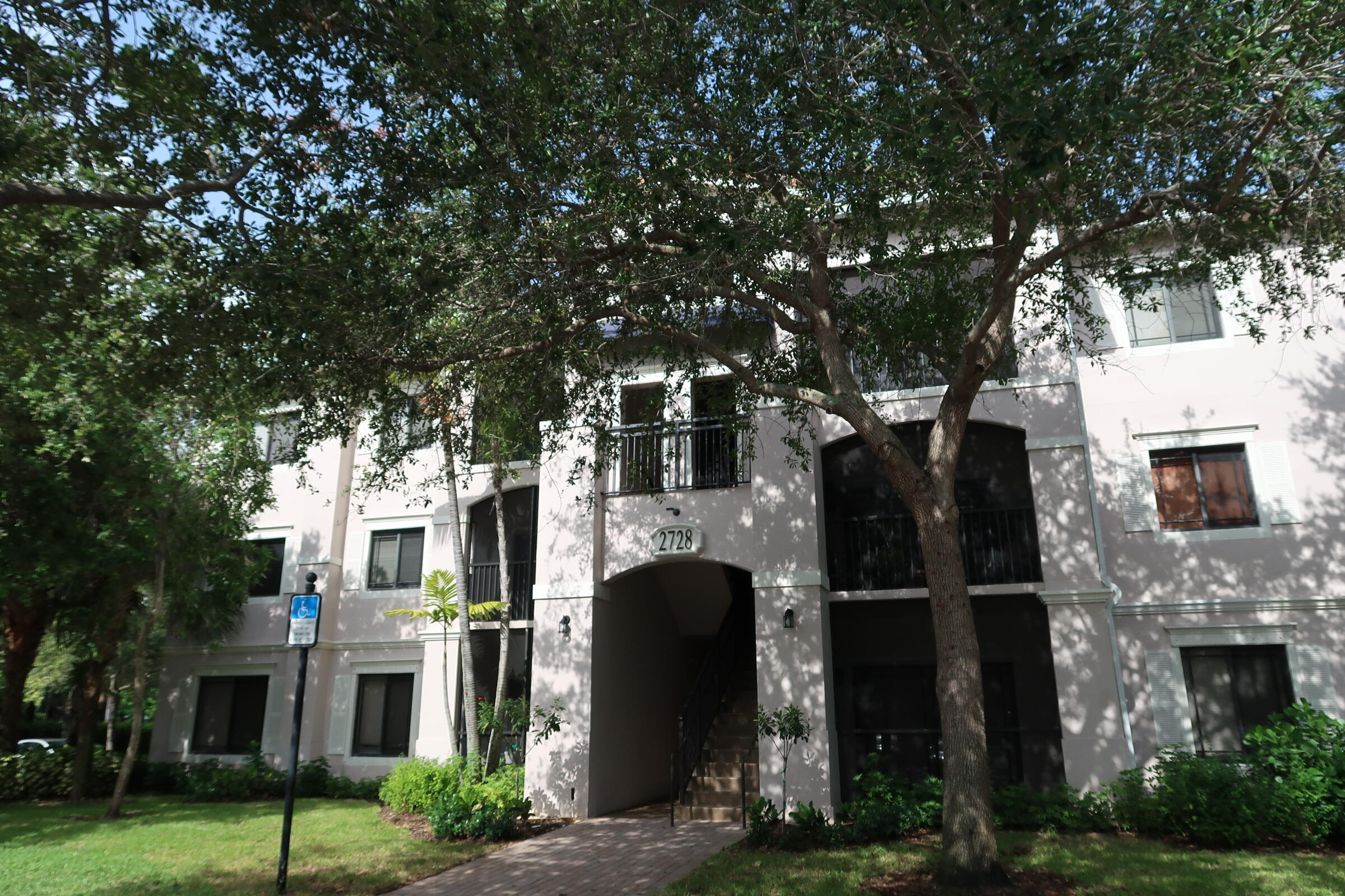 San Matera At The Gardens Beautiful 2 Bedroom 1 Bath. Brand New Luxury Vinyl Flooring Throughout. Light And Bright. Lots Of Storage. Large Screened In Patio. All Resort Style Amenities Including Pool, Spa, Steam Room And Fitness Center. Just Minutes from The Gardens Mall And Downtown At The Gardens.