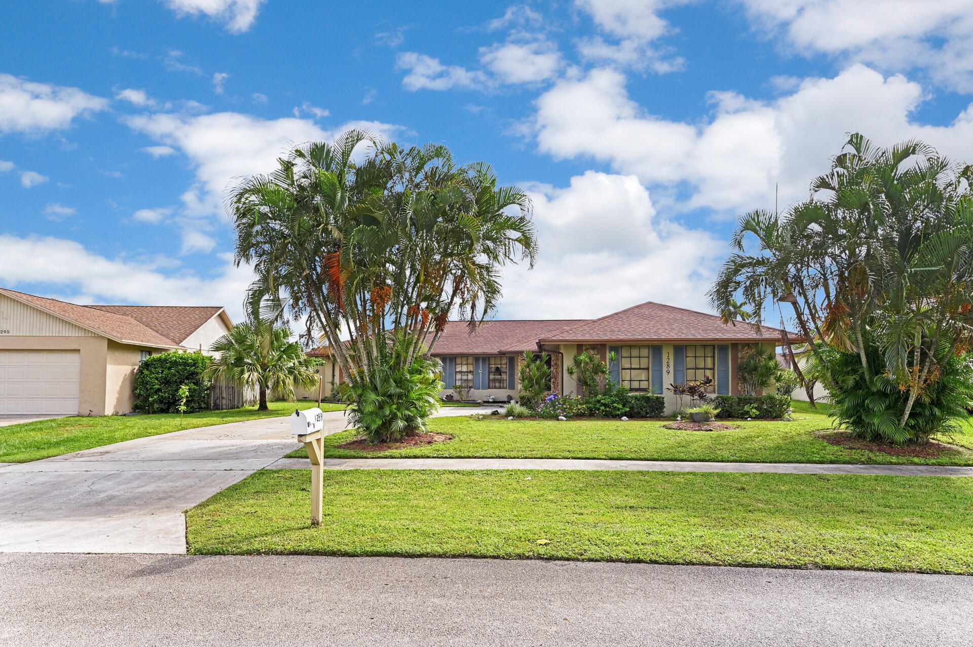 1289 Pinetta Circle  Wellington, FL 33414