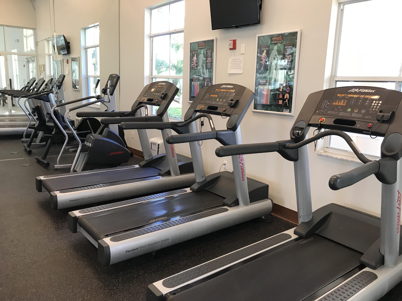 15 Fitness Center Treadmills