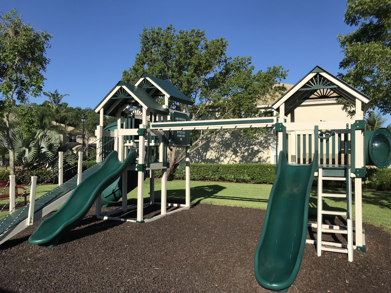 21 Verona Lakes 2nd Playground