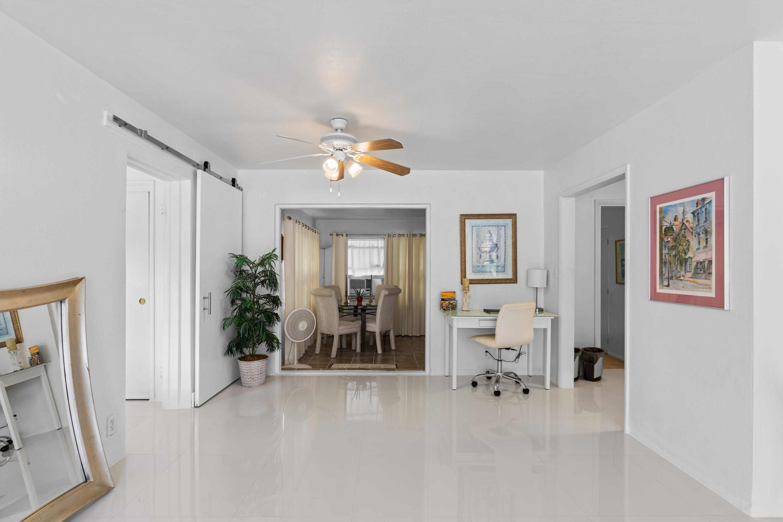 2121 Parker Ave - Living Room