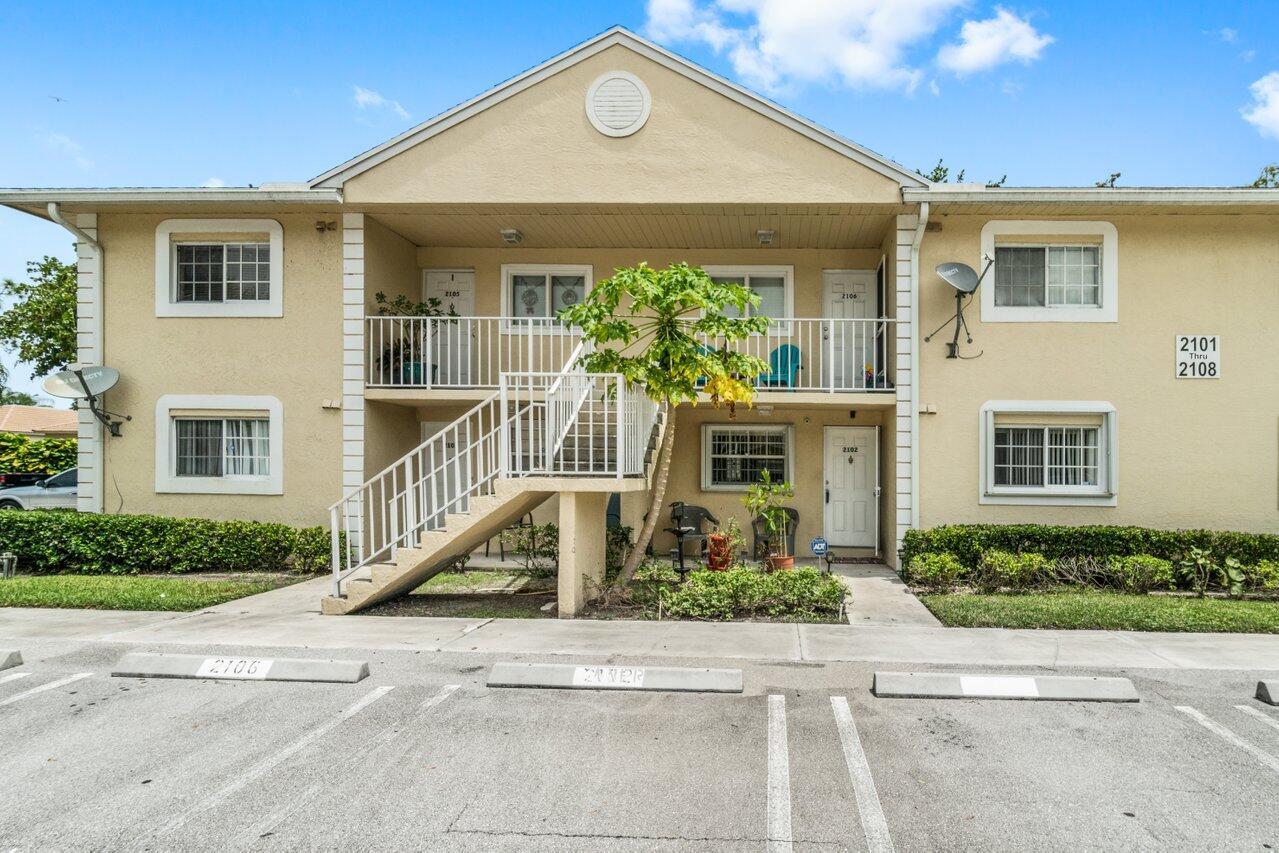 2102 Palm Beach Trace Drive  Royal Palm Beach, FL 33411
