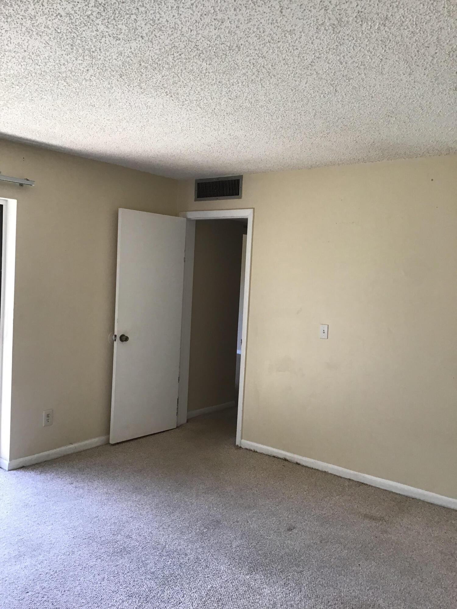 1440 N Lawnwood Circle 22d, Fort Pierce, FL 34950