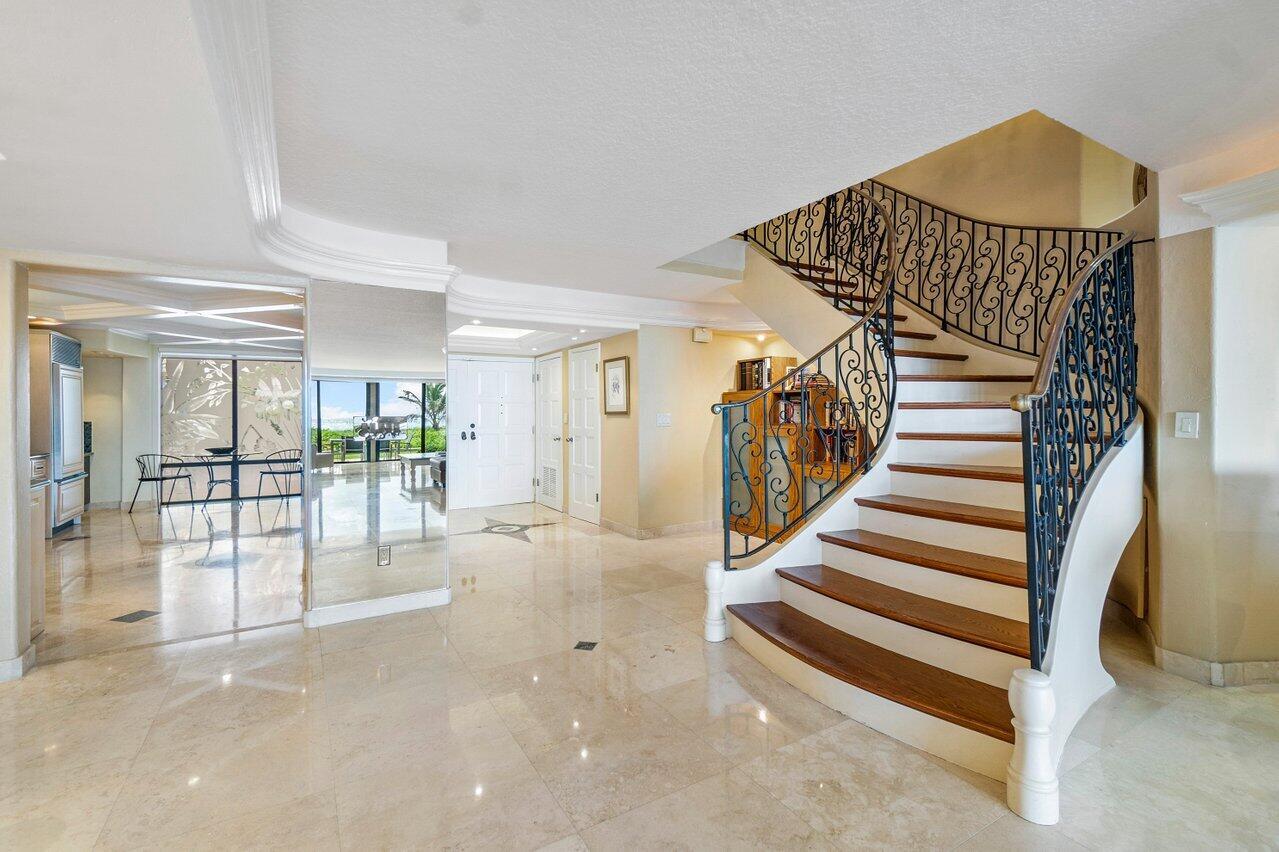 Foyer Entrance & Staircase