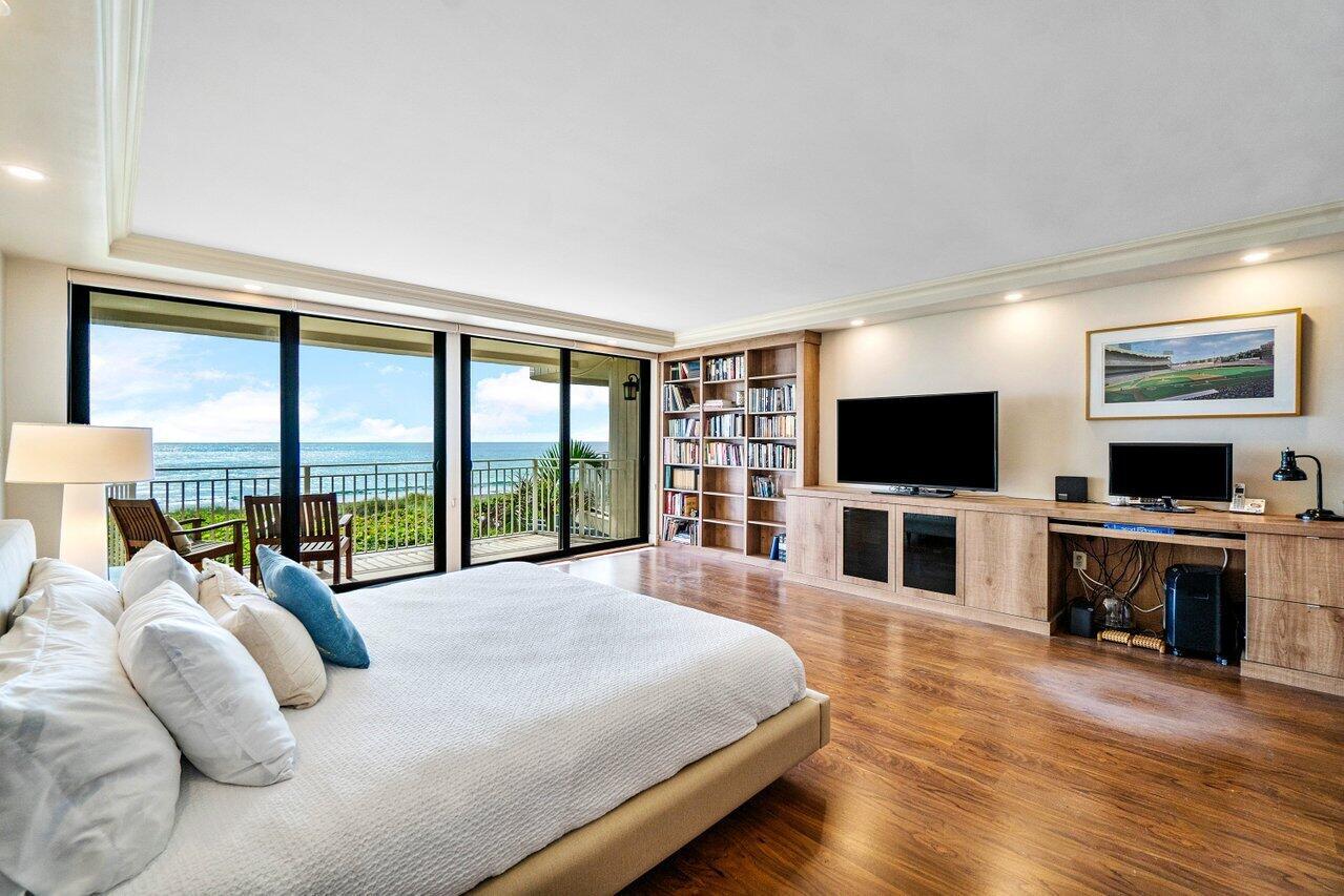 Direct Oceanfront Primary Bedroom