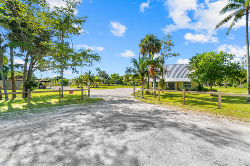 6900  Cleary Pines Trail  For Sale 10741386, FL
