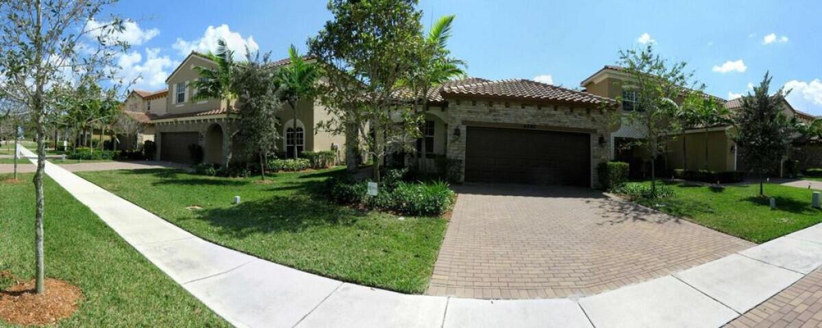 4592 Capital Drive Lake Worth, FL 33463 photo 3