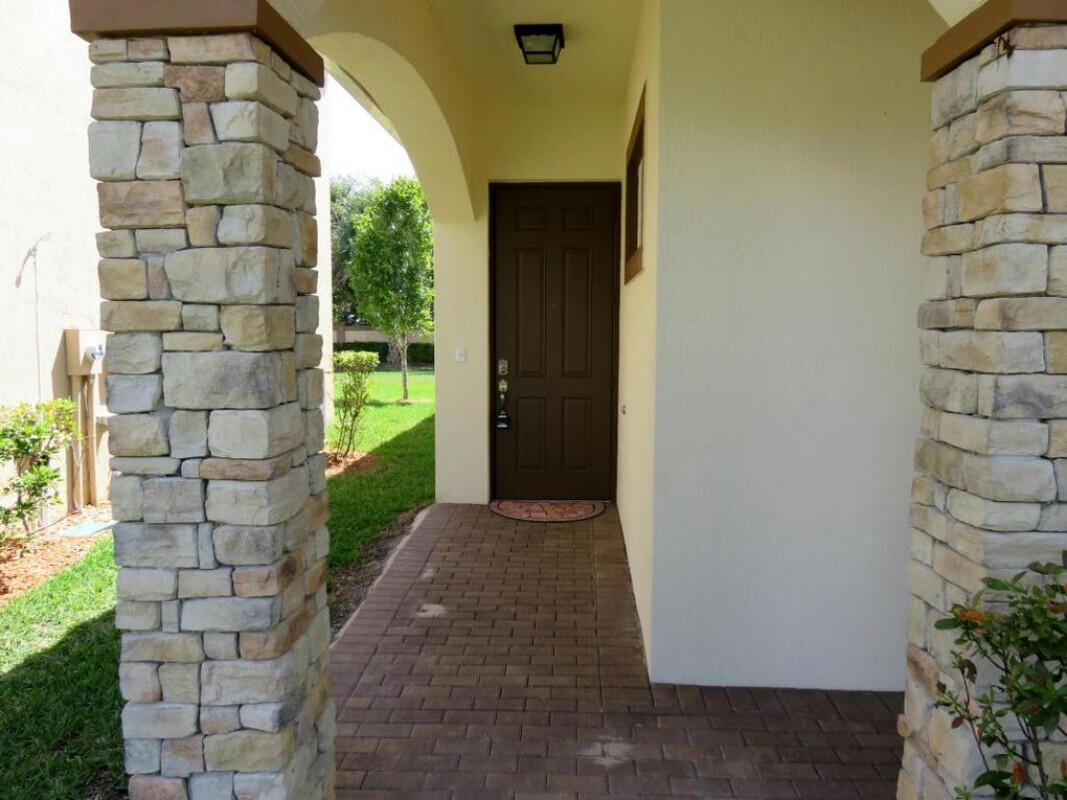 4592 Capital Drive Lake Worth, FL 33463 photo 4