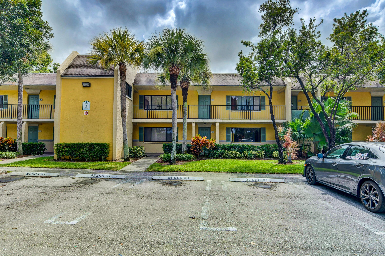 307  Meadows Circle  For Sale 10742747, FL