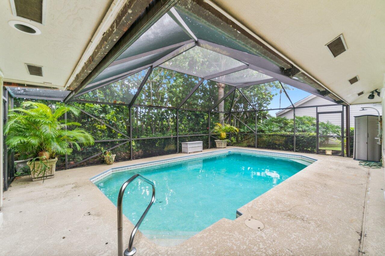 Screen Enclosed Patio & Pool
