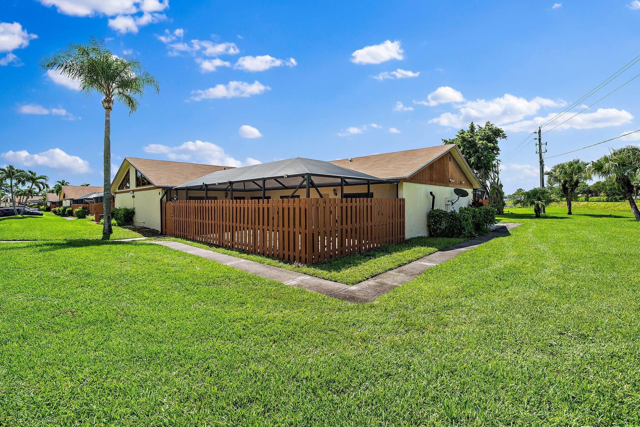 1141  Summit Place Circle D For Sale 10742589, FL