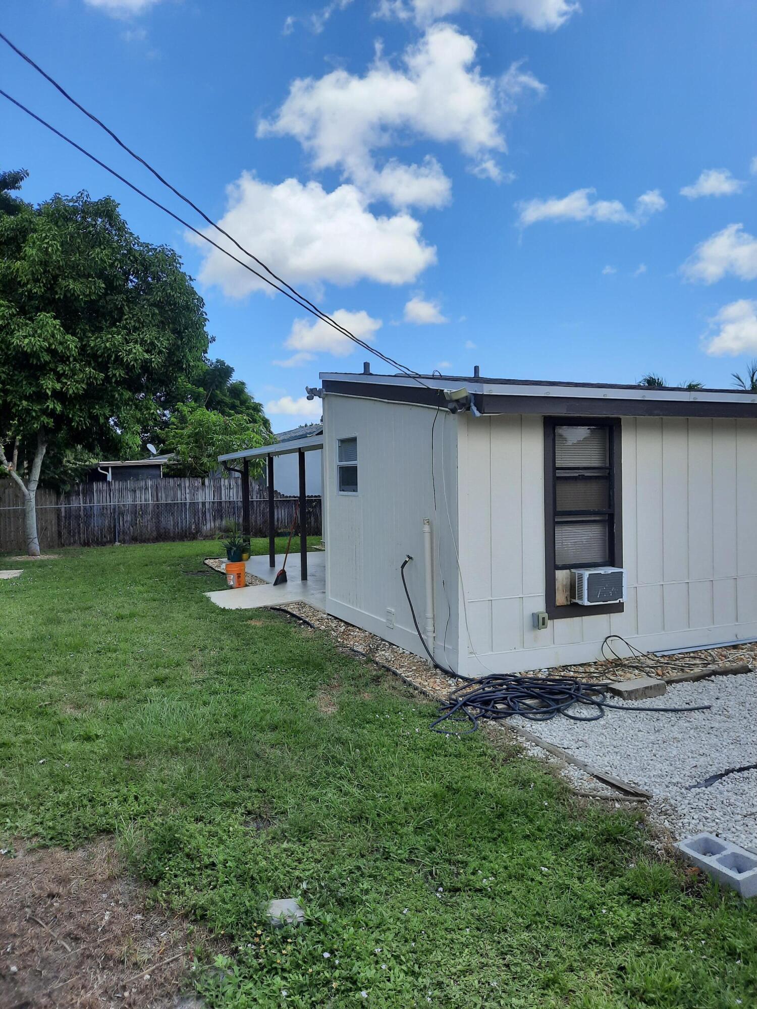 587 Chipewyan Drive Lake Worth, FL 33462 photo 11