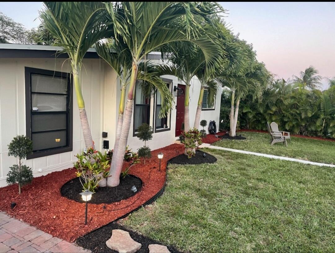 587 Chipewyan Drive Lake Worth, FL 33462 photo 1