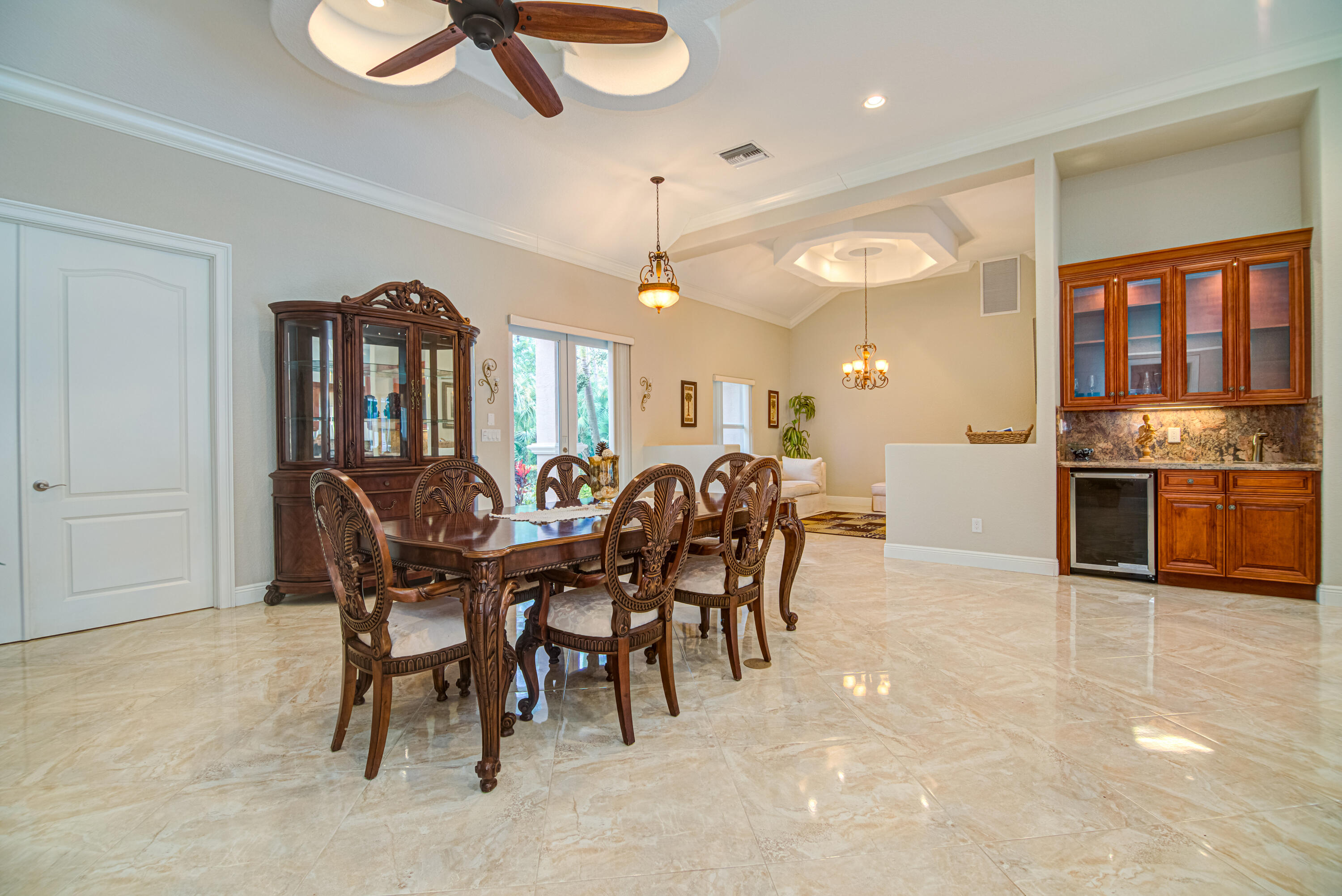 DINING AND WET BAR