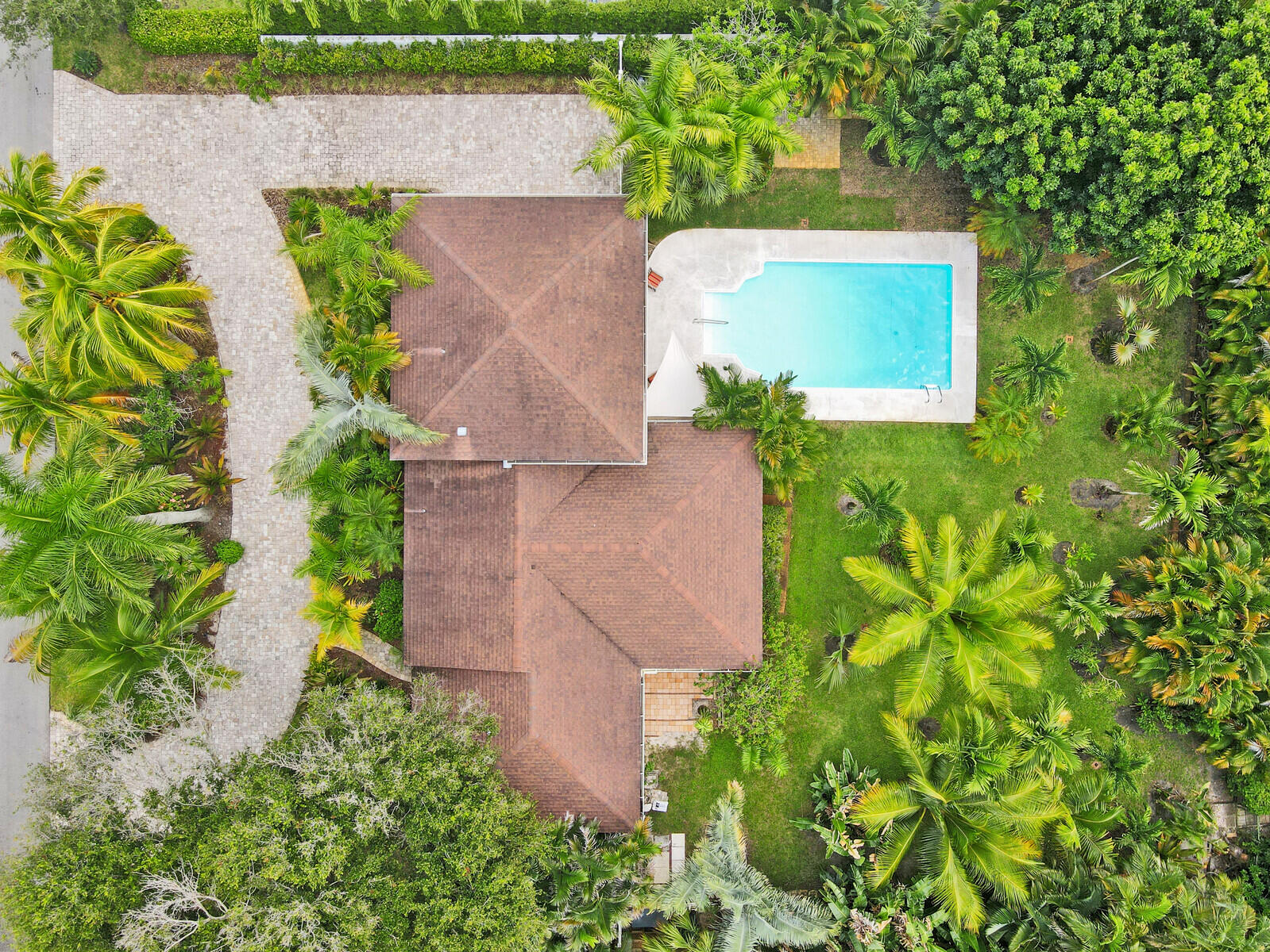700 NW 7th Street  For Sale 10744874, FL