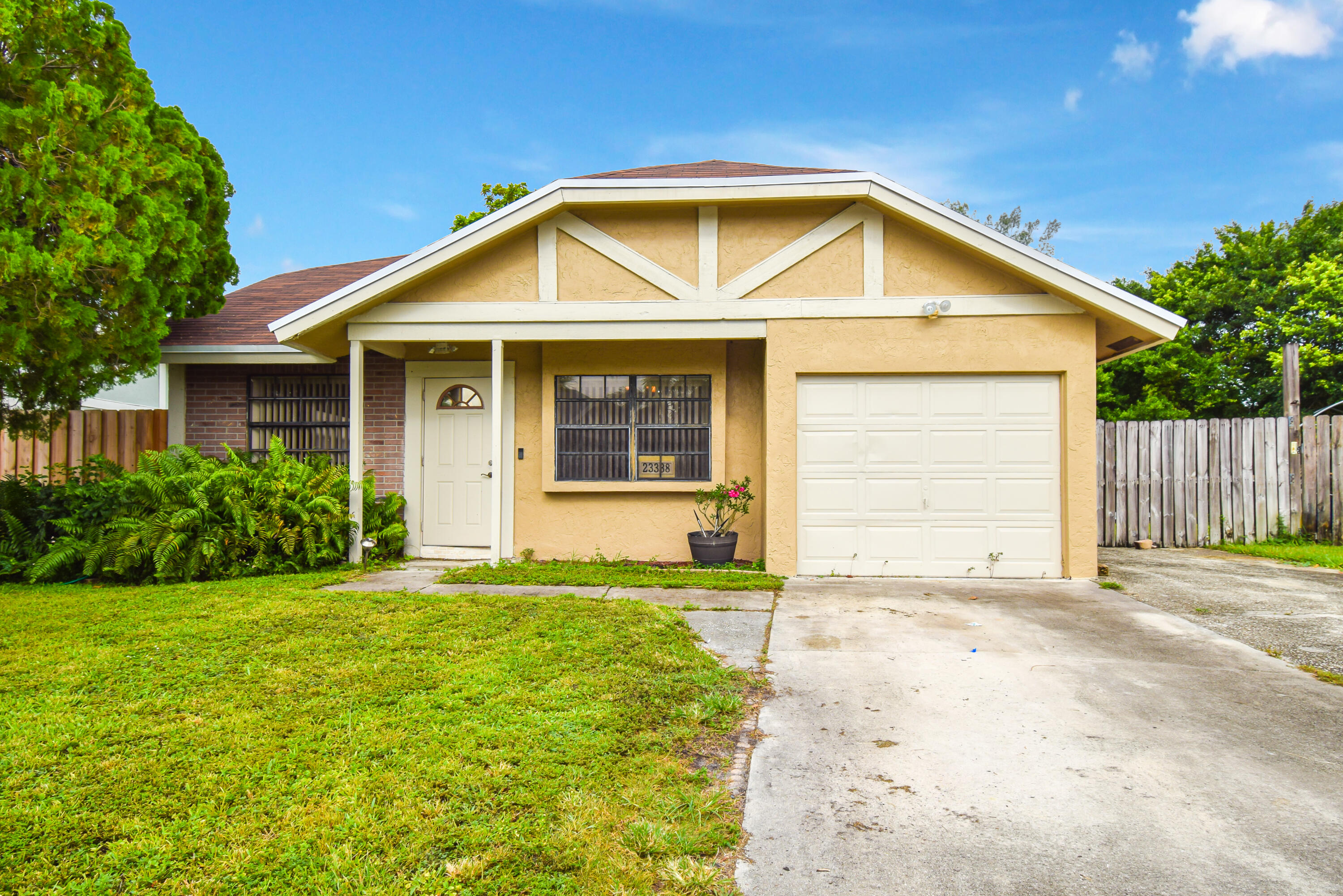 23338  Country Club Drive  For Sale 10743383, FL
