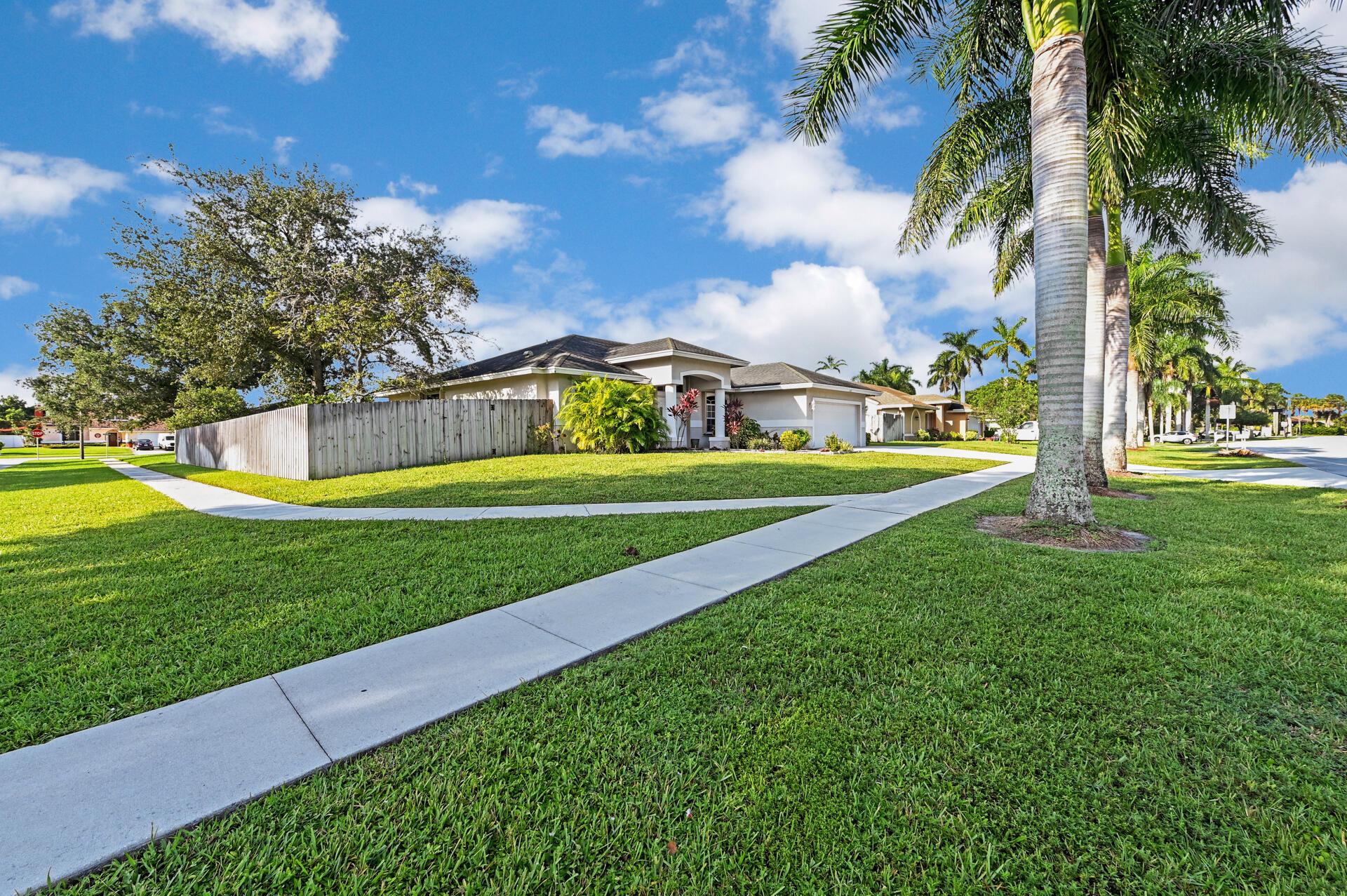 422 La Mancha Avenue  Royal Palm Beach, FL 33411