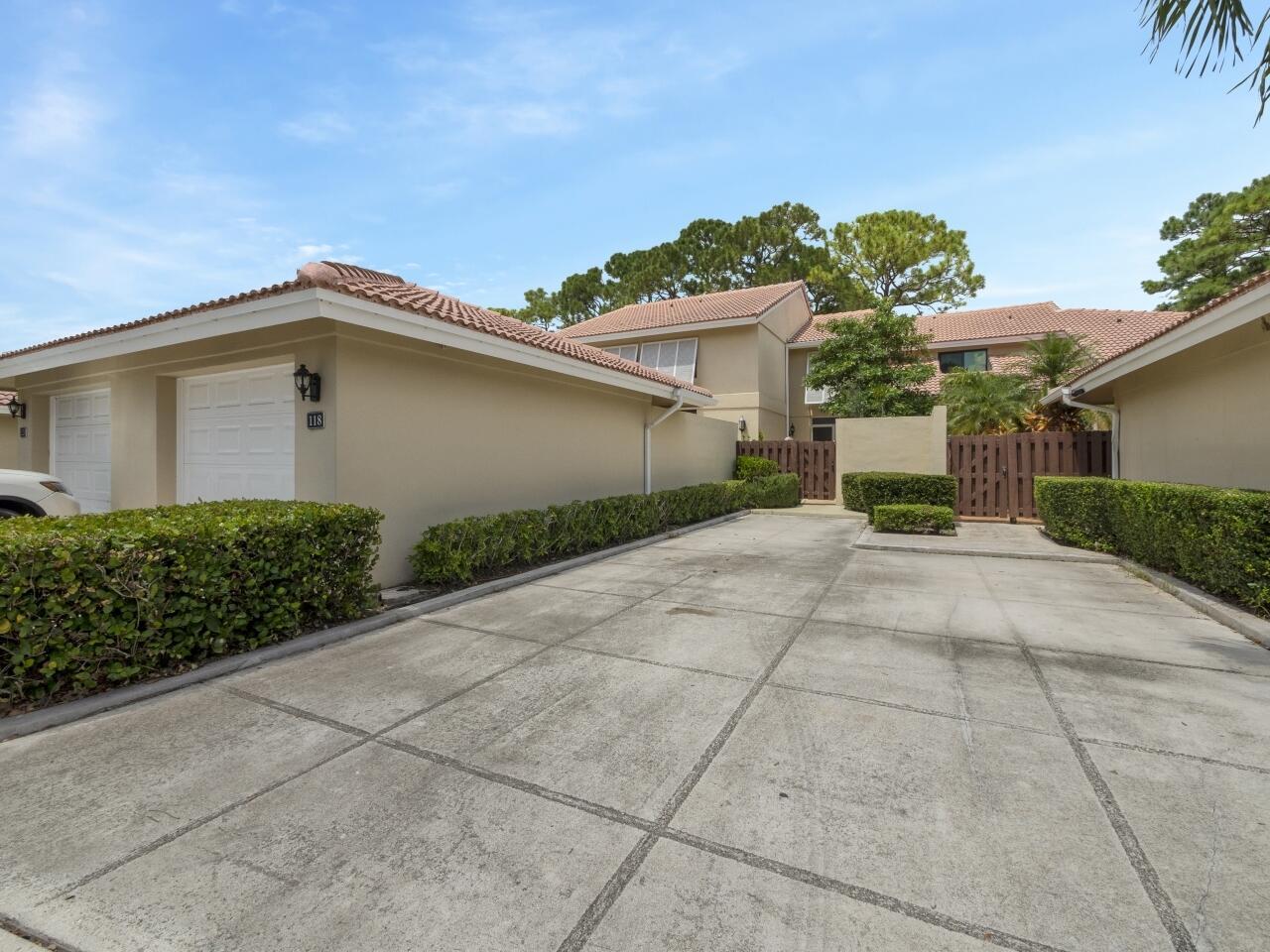 118 Old Meadow Way Palm Beach Gardens, FL 33418